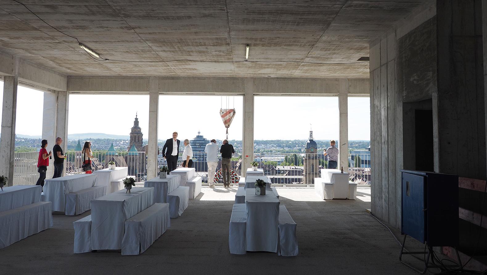 Der Festsaal im 10. OG mit Blick auf die Innenstadt von Heilbronn