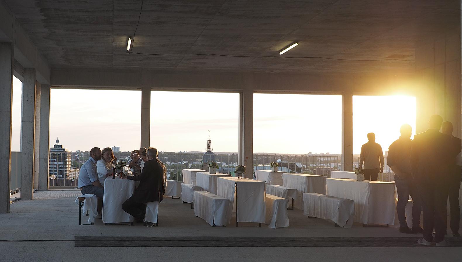 Sonnenuntergang im Festsaal